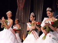Letošní titul Miss Roma získala Nikola Dudušová (uprostřed). Foto: Gabriela Grmolcová