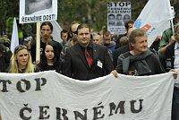 Pravicoví extrémisté v Novém Boru (Foto: Filip Jandourek)