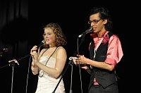 Marie Doležalová a Jan Cina během představení skupiny Olats otesoc