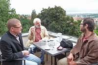 (Zleva) Jindřich Šídlo, Fedor Gál a Ivan Vodochodský na Šestce