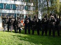 Na pořádek dohlížejí i policejní těžkooděnci (Foto: Gabriela Hauptvogelová)