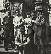 Konstantin Biebl, Toyen, Marie Bieblov, Vtzslav Nezval et Vladislav Vanura (assis)