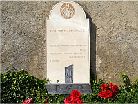 La tumba de Rilke en el cementerio de Raron, Suiza