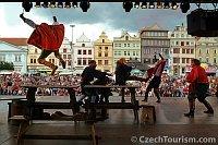Historický šerm na plzeňském náměstí