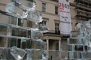 Mauer aus Eisziegeln