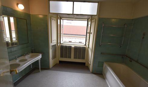 Koupelna Jana Masaryka, foto: Ondřej Tomšů