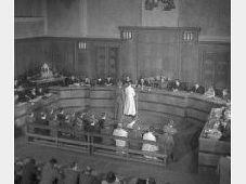 Gerichtsprozess mit Ordensbrüdern