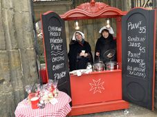 Adventsmarkt am Sitz des Malteserordens auf der Kleinseite (Foto: Archiv von Prag 1)