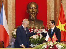 Miloš Zeman und Trần Đại Quang (Foto: ČTK)