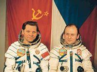 Alexei Gubarev and Vladimír Remek (right), photo: CTK