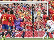 Gerard Piqué scores, photo: CTK