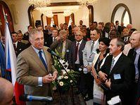 Mirek Topolánek avec les consuls honoraires de la République tchèque, photo: www.vlada.cz