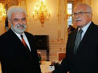 Mirko Cvetkovic et Václav Klaus, photo: CTK
