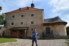 Wohnturm Malešov und Ondřej Slačálek (Foto: Ondřej Tomšů)