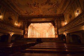 Bühnenbild mit dem Titel 'Großer Barock-Saal' (Foto: Ondřej Tomšů)