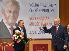 Miloš Zeman jubelt im Prager Top-Hotel (Foto: ČTK)