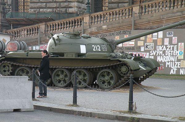 Советский танк на Вацлавской площади, Фото: Витолд Муратов, Открытый источник