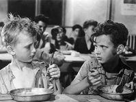 """Ivan Jandl (links) im Streifen """"Die Gezeichneten"""" (Foto: Metro-Goldwyn-Mayer (MGM))"""