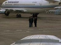 L'avion militaire tchèque à l'aéroport d'Achgabat, photo: CTK