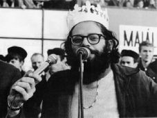 Allen Ginsberg as the King of May, photo: Engramma.it, CC BY-SA 3.0