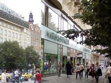 Marks & Spencer store at Wenceslas square in Prague, photo: Kucmel007, CC BY-SA 3.0