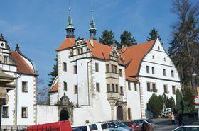 Unteres Schloss mit dem Palais Wolf (Foto: AdamCernohouz, CC BY-SA 4.0)