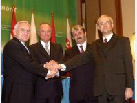 Leszek Miller, Péter Medgyessy, Mikulás Dzurinda et Vladimír Spidla à Budapest, photo: CTK