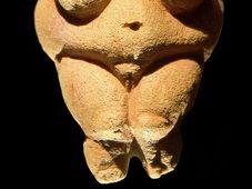 Venus de Willendorf, foto: MatthiasKabel, CC BY 2.5