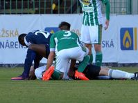 Francis Kone provides first aid to Martin Berkovec, photo: www.bohemians.cz/PJMl