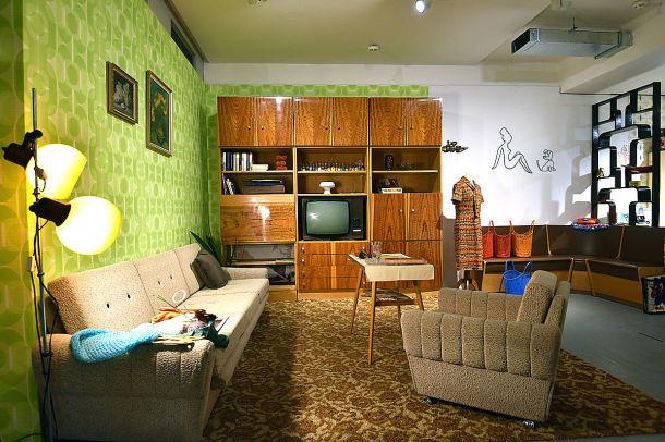 Plattenbauten pioniere und karel gott auferstehung der for Wohnzimmer 1960