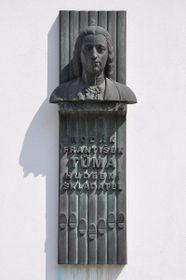 Мемориальная доска Ф. Туме в городе Костелец-над-Орлици, фото: Бен Скала CC BY-SA 3.0, Открытый источник