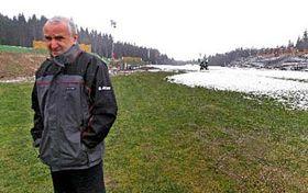 Petr Honzl při prohlídce běžecký areál vNovém Městě na Moravě 20.12., foto: ČTK