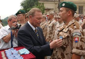 Rudolf Schuster and members of the Czech-Slovak anti-chemical unit from the war in Iraq, photo: CTK