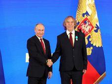 Jaromír Nohavica převzal z rukou Vladimira Putina Puškinovu cenu, foto: ČTK/kremlin.ru