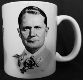 Une tasse avec Hermann Göring, photo: Naše vojsko