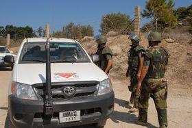 На юге Ливана, где пропали чехи, до сих пор заметны следы ряда вооруженных конфликтов. На снимке саперы ООН. Фото: Бржетислав Туречек, Чешское радио