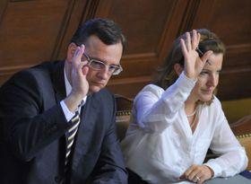 Petr Nečas aKarolína Peake na zasedání Poslanecké sněmovny, foto: ČTK