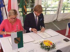 Barbara Klepsch und Adam Vojtěch unterzeichneten eine Gemeinsame Erklärung über die Zusammenarbeit im Bereich der grenzüberschreitenden Gesundheitspflege (Foto: Jan Bachorík, Archiv des Tschechischen Rundfunks)