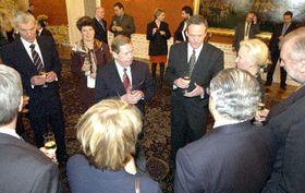 Вацлав Гавел, Цырил Свобода и министры иностранных дел десяти стран-кандидатов в ЕС (Фото: ЧТК)