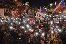 Quelque 60 000 personnes se sont rassemblées sur la place Venceslas à Prague, dans le cadre d'une nouvelle manifestation organisée par le collectif Un million de moments pour la démocratie, photo: ČTK/Vít Šimánek