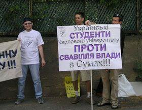 Украинские студенты Карлова Университета провели пикет у посольства Украины (Фото: Ася Чеканова)