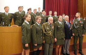 Церемония в честь ветеранов в Министерстве обороны ЧР (в центре Mилослав Масопуст), Фото: Лорета Вашкова, Чешское радио - Радио Прага