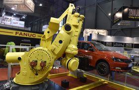 Робот фирмы Fanuc, Фото: ЧТК