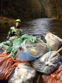 Уборка на реке, Фото: официальный фейсбук инициативы «Почистим Чехию»