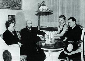 Эммануэль Моравец со своими сыновьями, фото: Repro z knihy Až na dno zrady