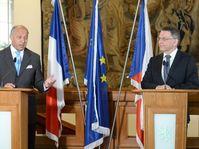 Министр иностранных дел Чешской Республики Лубомир Заоралек (справа) со своим французским коллегой Лораном Фабиусом (Фото: ЧТК)