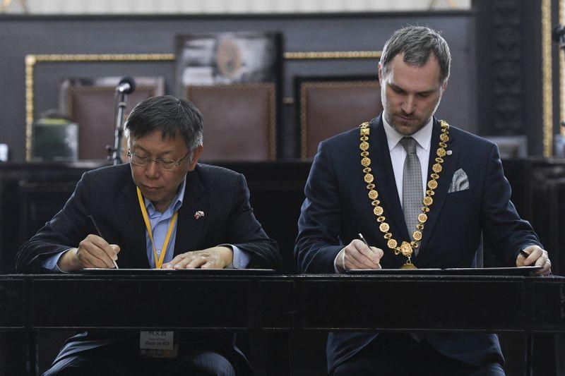 Ko Wen-je et Zdeněk Hřib, photo: ČTK/Ondřej Deml