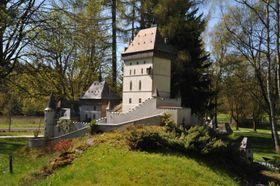 Karlštejn vparku miniatur, foto: Petr Kareš, Wikimedia Commons, CC BY-SA 4.0