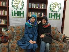 Antonie Chrástecká y Hana Humpálová, foto: archivo de İHH İnsani Yardım Vakfı