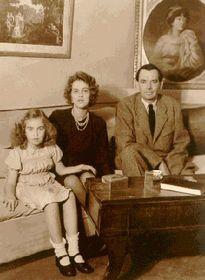 Diana Sternberg con sus padres